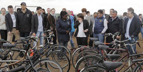 Netherlands donates bikes to refugees